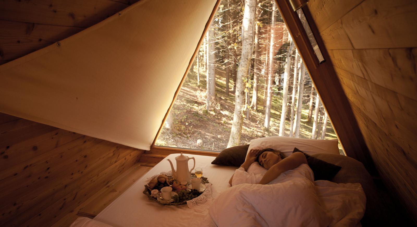 Oferta dormitorio con vistas en la naturaleza.